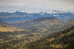 Het Weergeven van de gehele Chartreuse-bergen strekt zich van Belledonne uit moutains, Isere, Frankrijk royalty-vrije stock afbeelding