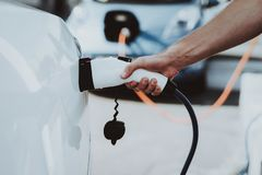 Het Weergeven van de Teslaauto Het automobiele Concept van de Lastentank stock afbeelding