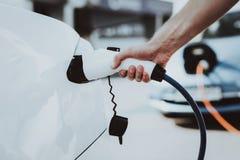 Het Weergeven van de Teslaauto Het automobiele Concept van de Lastentank stock foto