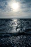 Het weerspiegelen op oceaanoppervlakte Stock Foto