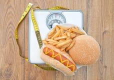 Het wegen schalen slecht dieet Stock Afbeelding