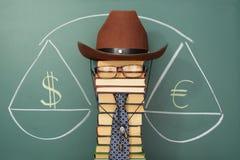 Het wegen van euro en dollar Royalty-vrije Stock Afbeeldingen