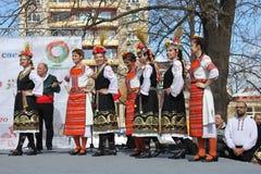 Het wekken met horo - Bulgaarse traditionele dans Stock Afbeelding