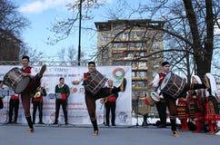 Het wekken met horo - Bulgaarse traditionele dans Stock Foto's