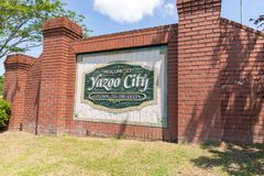 Het welkome teken van de Yazoostad Gateway aan de Delta royalty-vrije stock fotografie