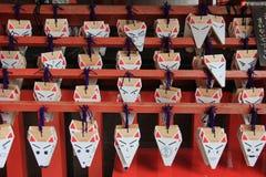 Het wensen van Vosgezicht bij het Heiligdom van Fushimi Inari Stock Foto's
