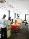 Het werk 2 van het bureau Stock Afbeeldingen