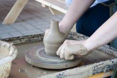 Het werk aangaande het wiel van de pottenbakker Royalty-vrije Stock Foto