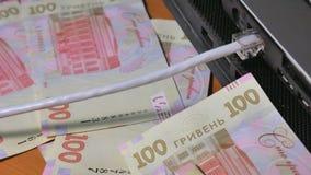 Het werk aangaande Internet Inkomens door Internet Inkomen over Internet stock videobeelden