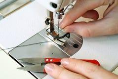 Het werk in het naaien van winkel Royalty-vrije Stock Foto's