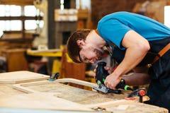 Het werk met hout royalty-vrije stock afbeelding