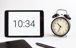 Het werk oppervlakte Bedrijfs hulpmiddelen De tablet Tijd Stock Foto's