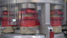 Het werk van de apparaten voor de analyse van bloed in het laboratorium Het mechanisme van omwenteling Analyseert van water stock videobeelden