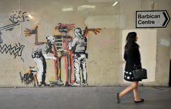 Het werk van de Banskygraffiti aangaande de straten van Londen, Engeland stock fotografie