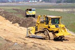 Het werk van de bulldozer en van de vrachtwagen Royalty-vrije Stock Foto's