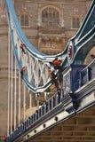 Het Werk van de Reparatie van de Brug van de toren - Londen stock afbeeldingen