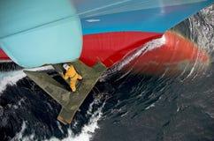 Het werk van de zeeman aangaande het anker   Royalty-vrije Stock Foto