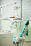 Het werk van tandarts is niet zo gemakkelijk Stock Foto