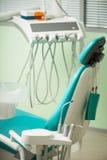 Het werk van tandarts is niet zo gemakkelijk Stock Afbeeldingen