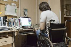 Het werk voor de gehandicapte persoon Stock Afbeeldingen
