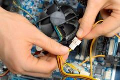 Het werken aan computerdelen Stock Foto's