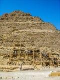 Het werken aan de Piramides Stock Fotografie