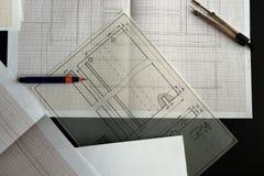 Het werken aan een technische tekening Stock Afbeeldingen