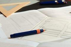 Het werken aan een technische tekening Stock Foto's