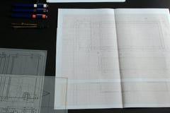 Het werken aan een technische tekening Stock Fotografie