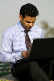 Het werken aan laptop Royalty-vrije Stock Foto's