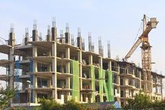 Het werken aan plaats met vele lange gebouwen in aanbouw en Stock Afbeeldingen