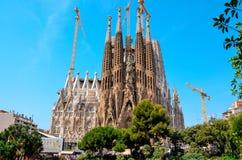 Het werken aan Sagrada Familia stock afbeeldingen