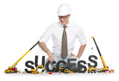 Het werken aan succes: Zakenman buildinging succes-woord. Stock Afbeelding