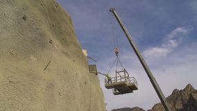 Het werken bij bouwwerf stock footage