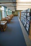 Het werken in de bibliotheek royalty-vrije stock foto