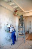 Het werken van bouwvakkers Stock Foto's