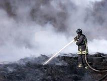 Het Werken van de brandweerman Stock Foto's