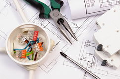 Het werkhulpmiddelen, elektrodoos en zekering, elektrobouwtekening royalty-vrije stock foto's
