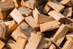 Het werpen van hout op de hoop Stock Foto's