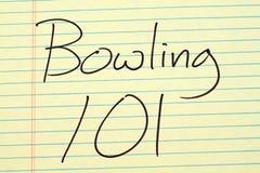 Het werpen van 101 op een Geel Wettelijk Stootkussen Stock Foto's