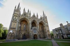 Het Westen Voorvoorgevel van de Peterboroughkathedraal stock foto