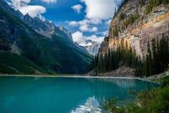 Het het westeneind van meer louise, banff nationaal park stock afbeelding