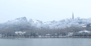 Het westenmeer (xihu) in Hangzhou van China in de winter na de sneeuw Stock Fotografie