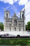 Het westenvoorzijde van de Nidaros-Kathedraal in Trondheim, Noorwegen stock fotografie