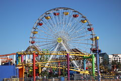 Het wiel en de achtbaan van Santa Monica Pier Ferris Royalty-vrije Stock Afbeeldingen