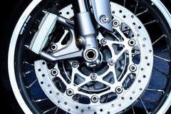 Het wiel en de rem van de sportfiets stock fotografie