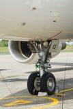 Het wiel van de neus van commercieel lijnvliegtuig Royalty-vrije Stock Fotografie