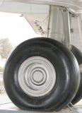 Het wiel van het vliegtuig Stock Foto's