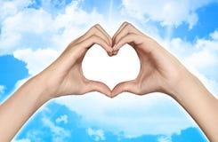 Het wijfje dient de vorm van hart in Stock Foto
