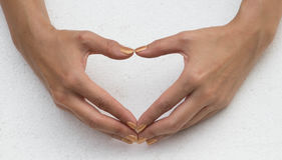 Het wijfje dient de vorm van hart in Stock Afbeelding